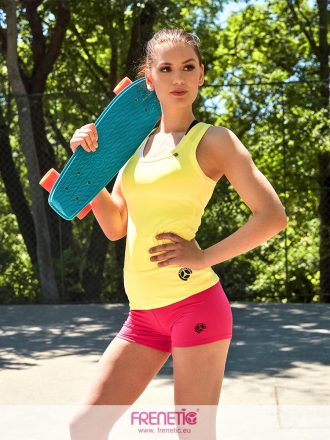 halványsárga női fitness trikó